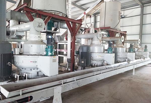 新疆时产8-10吨锯末鸿运国际手机版的生产线